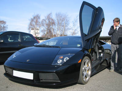 Lamborghini Murcielago lifts a door WEB